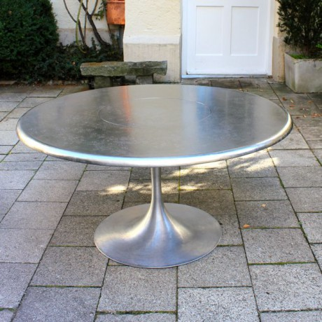 TULIP_Dining_Table