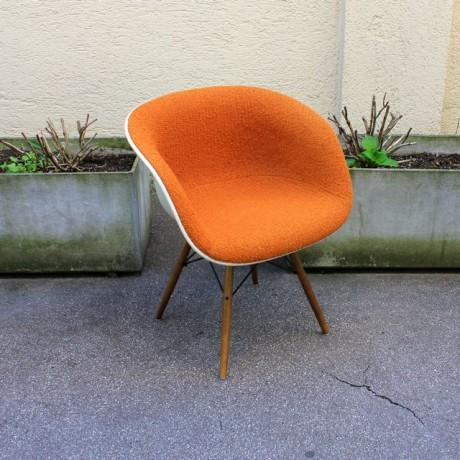 La_Fonda_Arm_Chair_Orange_Charles_Eames