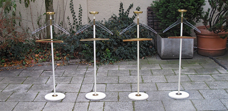 Coat_Rack_Vereinigte_Werkstaetten_brass