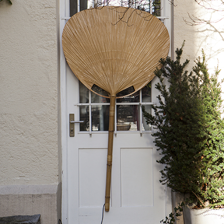 Large_Bamboo_Floor_Lamp_Uchiwa_One_by_Ingo_Maurer_Leuchte