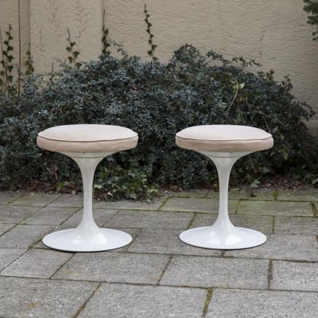 Tulip_Stool_Eero_Saarinen_for_Knoll__1