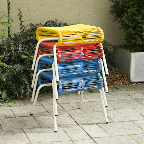 hocker_rot_blau_gelb_deutsches_design