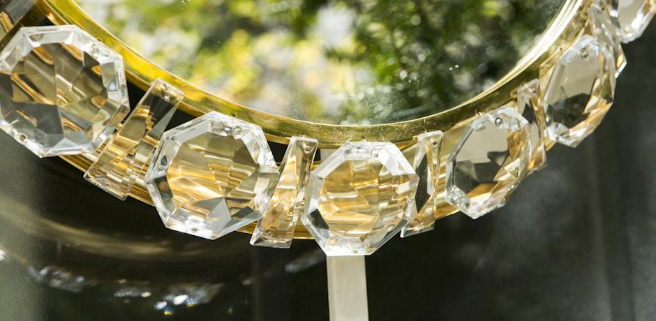 round bakalowits backlit mirror with glass crystal schlicht designm bel. Black Bedroom Furniture Sets. Home Design Ideas