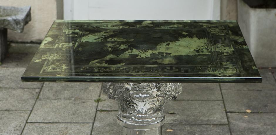französischer_beistelltisch_glas_grüne_tischplatte_römisch