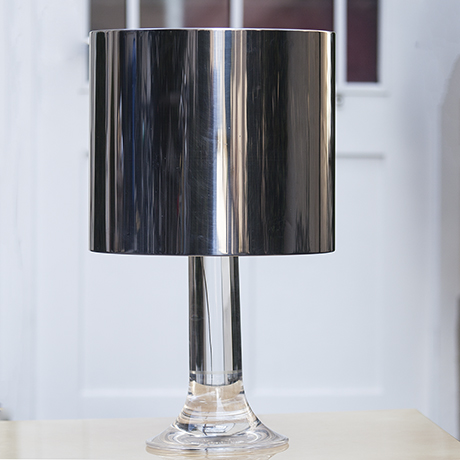 Schlichtes DesignHarvey_Guzzini_Lucite_Table_Lamp