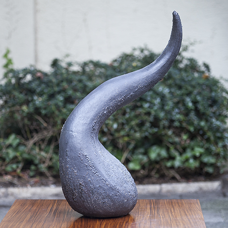 huge_ceramic_object_cowhorn_horn_keramik_design_objekt