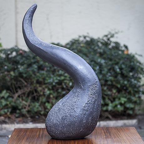 huge_ceramic_object_cowhorn_horn_keramik_design_objekt