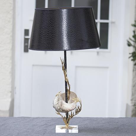 clam_table_lamp_Tischlampe_lighting_Leuchte_seashell_shell_Muschel_Jacques_Duval_Brasseur_french_interior_design