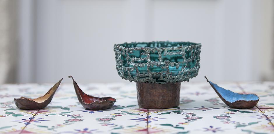 Marcello_Fantoni_Brutalist_copper_enamel_green_grass_bowl_Kupfer_Schuessel_gruen_Glas_italian_design_object_Objekt