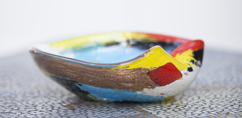 ashtray_red_yellow_blue