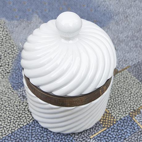 Barbi_porcelain_ice_cooler