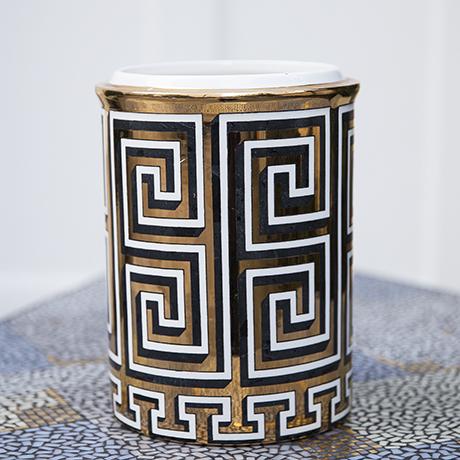 Fornasetti_vase_porcelain_pattern