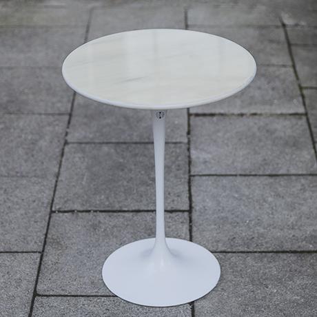 Schlichtes DesignSaarinen_Knoll_International_table_white