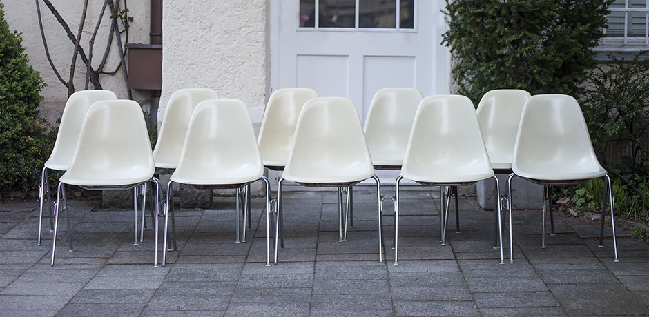 Eames_stacking_chairs_1