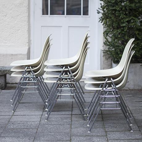 10 charles eames cream fiberglass stacking chair dss schlicht