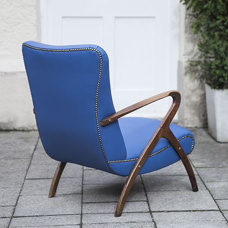 lounge_armchair_blue_curved