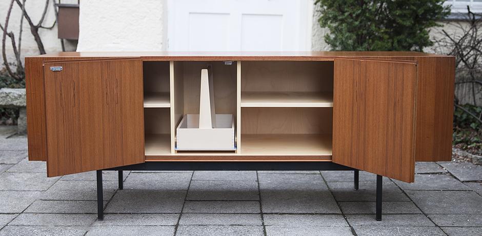 sideboard_wooden_teak_Waeckerlin