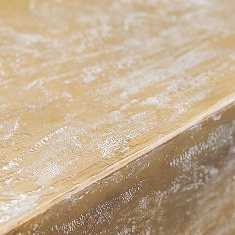 tripod_coffee_table_interior_design