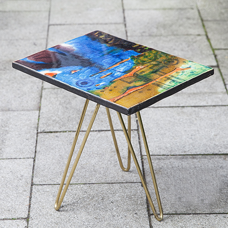 Schlichtes Designcolorful_ceramic_tripod_side_table