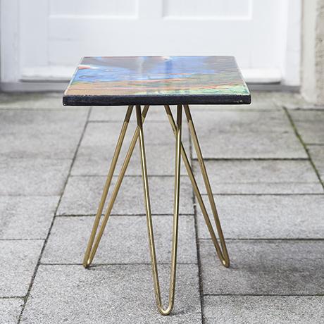 ceramic_table_golden_tripod