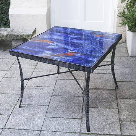 enamel_table_blue_red
