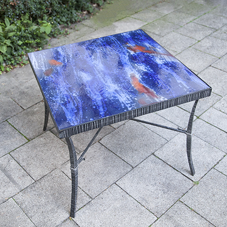 enamel_table_blue_red_bunt