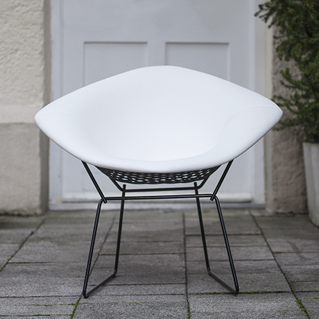 Bertoia_white_chair_Knoll