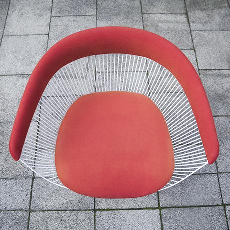 Warren_Platner_Knoll_chairs_red