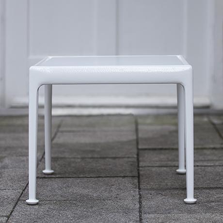 Richard_Schultz_outdoor_table_white