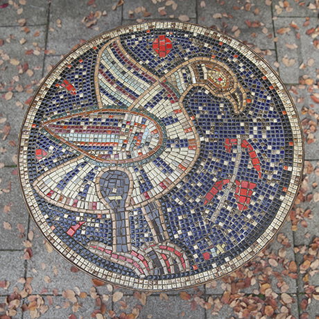 Mosaik_Tisch_bunt_Vogel_Garten