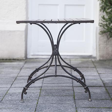 Gartenmöbel_vintage_Tisch_Holzplatte