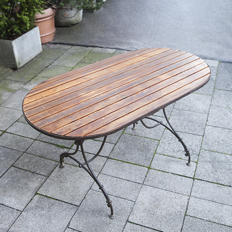 garden_furniture_table_vintage