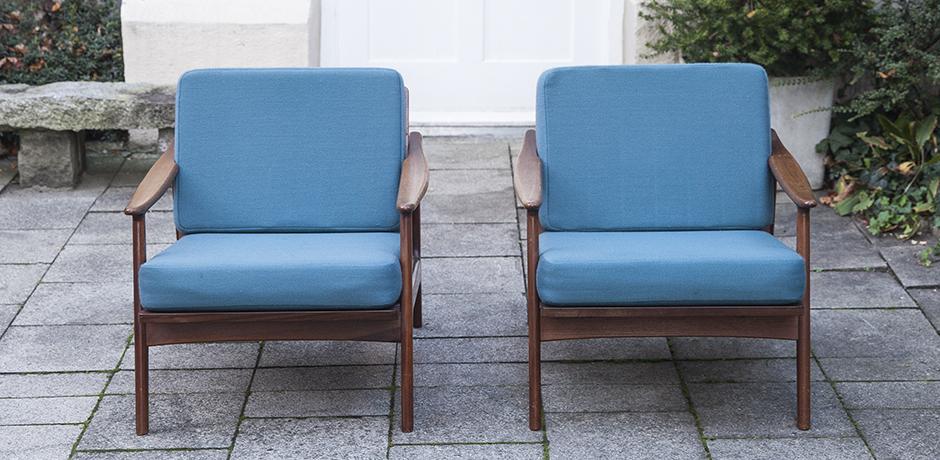 Jalk_teak_chairs_blue_Denmark