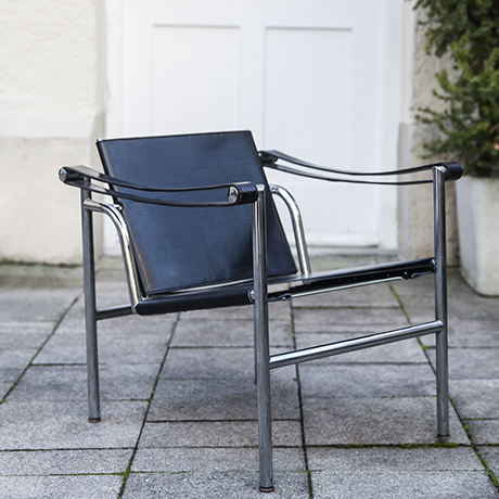 Le_Corbusier_armchair_black_leather