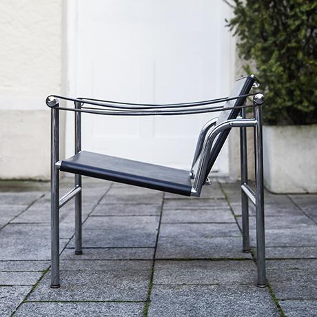 Le_Corbusier_armchair_chair_interior