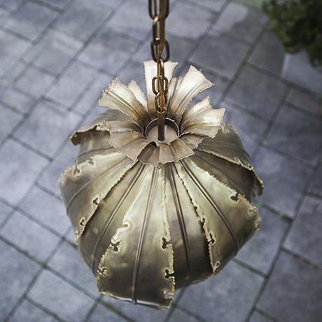 Sorensen_golden_lamp_onion_brass