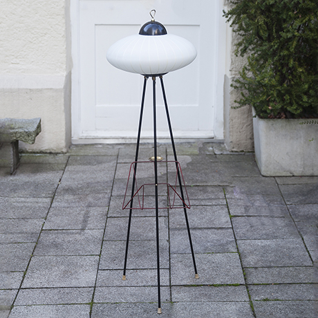 Stilnovo_tripod_floor_lamp_white