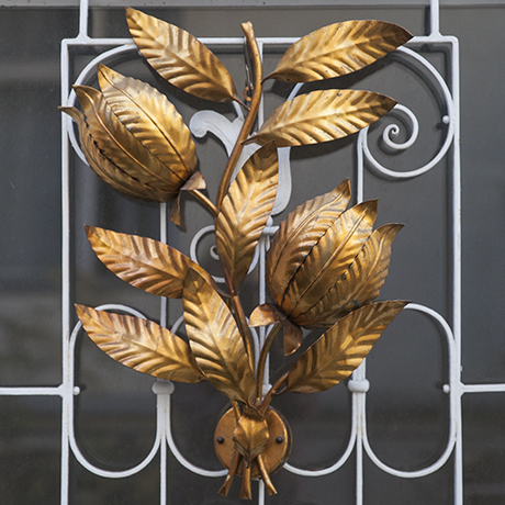 golden_leaf_wall_light