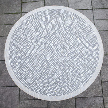 mosaic_table_white_light_grey