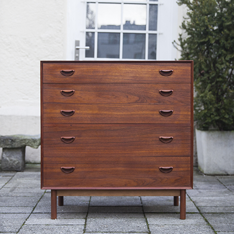 Peter_Hvidt_chest_dresser_1