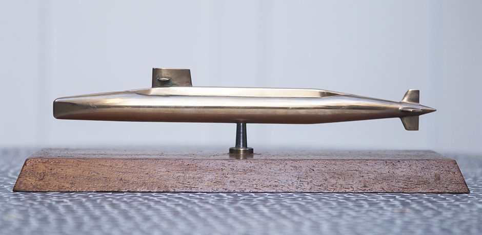 atomic_submarine_model_french_golden
