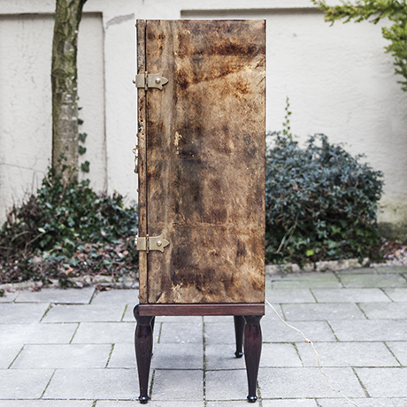 Tura_bar_cabinet_interior_design