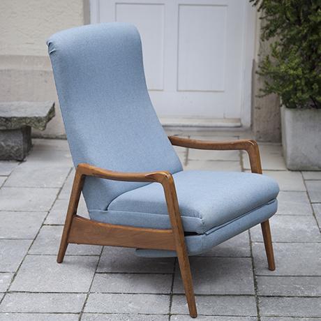 Cassina_lounge_chair_light_blue