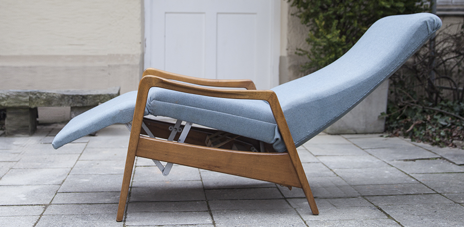 Cassina_lounge_chair_blue_adjustable