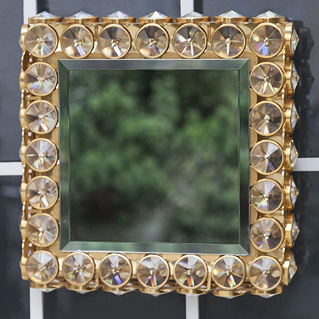 Faustig_wall_mirror_golden_illuminated