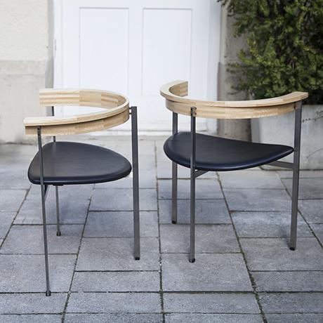 Kjaerholm_chairs_stools_black_wooden