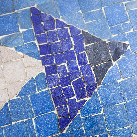 Muller_mosaic_table_blue_4