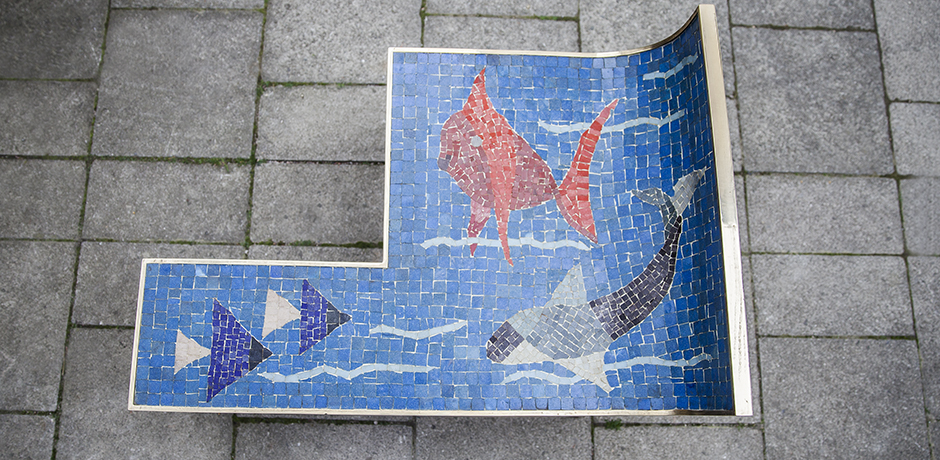 Muller_mosaic_table_blue_6
