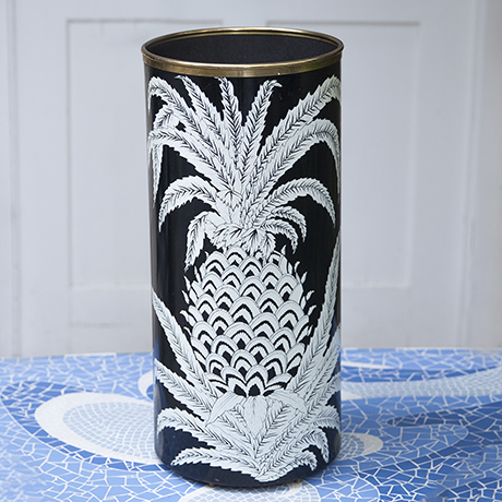 Fornasetti_pineapple_umbrella_stand