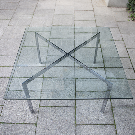 Knoll_International_glass_table_interior